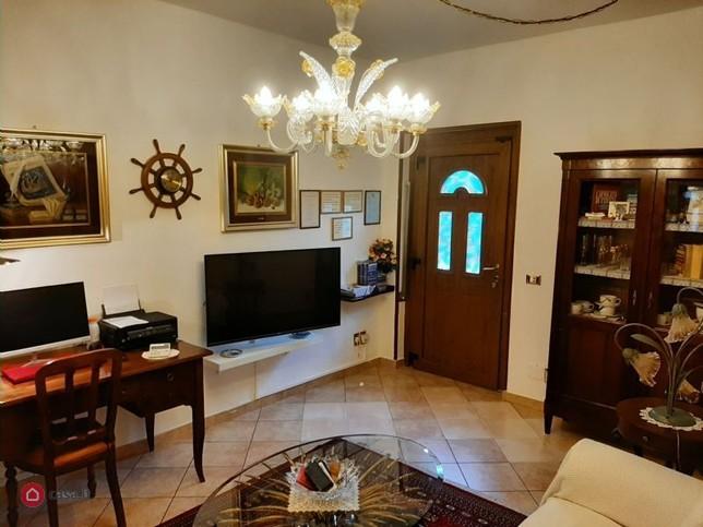Villa Singola ristrutturata con terreno